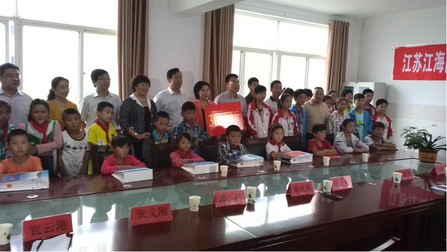 江海国际向房山镇贫困学生送爱心助学金